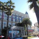 Même l'historique Hotel Carlton revêt ses atours de Festival