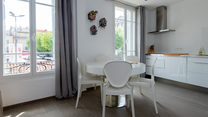 Coin repas appartement en location place Gambetta Cannes